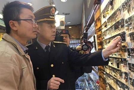 仿真饰品抽查:香港名店街一店铺手链镉超标近千倍